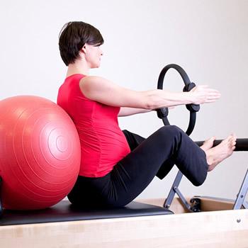 pregnan woman exercising